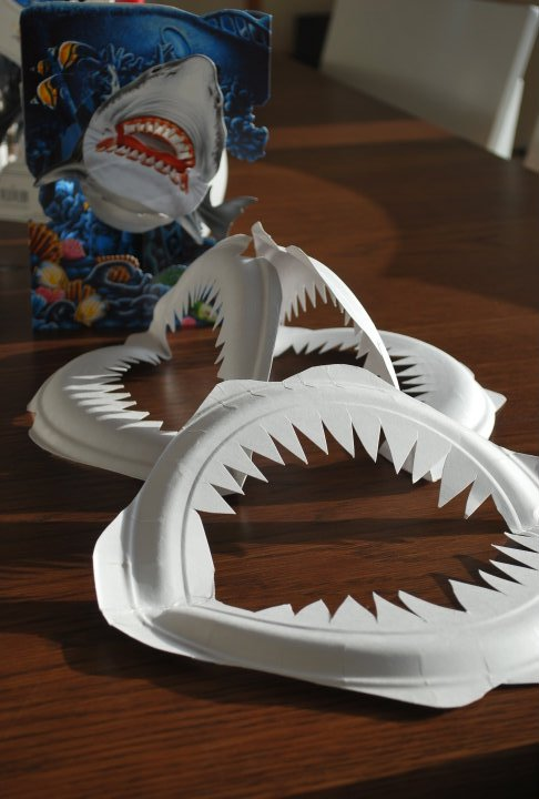 paper-plate-shark-teeth